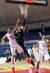 지난해 2월 23일 서울 잠실학생체육관에서 열린 FIBA 아시아컵 예선 A조 2차전 태국전에서 한국 김종규(가운데)가 골밑슛을 넣고 있다. [연합뉴스]