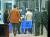 불법 출국금지 사건을 수사중인 수원지검이 지난 21일 법무부 출입국·외국인정책본부에서 압수한 물품 상자를 들고 철수하고 있다. [뉴스1]