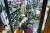 일본 후쿠시마현 앞바다에서 규모 7.3으로 추정되는 지진이 발생한 13일 오후 후쿠시마시의 한 주류 매장 점원이 지진으로 깨진 술병을 치우고 있다. 이날 지진으로 큰 피해가 발생하지는 않았지만, 주민들은 10년 전 동일본대지진을 떠올리며 불안해했다. [교도=연합뉴스]