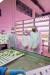 한기원(맨 왼쪽) 팜에이트 커뮤니케이션&교육팀 팀장이 소중 학생기자단에 수직농장 작물 재배 과정을 설명했다.