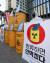 시민방사능감시센터, 환경운동연합 소속회원들이 지난해 11월 9일 서울 종로구 옛 일본대사관 앞에서 후쿠시마 방사능 오염수 해양 방류 저지를 위한 '일본산 수산물 안먹겠다' 캠페인 시작을 선포하고 있다. [연합뉴스]