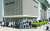 샤넬이 가격 인상을 예고한 가운데 지난 3월 오전 서울 중구 롯데백화점 본점 명품관 앞에 고객들이 줄을 서고 있다. 연합뉴스