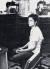 지우마 호세프가 군사독재 시절 심문당하는 와중에도 꼿꼿함을 잃지 않는 모습이 담긴 사진. 사진 중앙포토