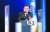 문재인 대통령이 10일 청와대 춘추관 대브리핑룸에서 취임 4주년 특별연설을 마치고 기자의 질문에 답하고 있다. 연합뉴스