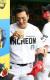 23일 LG전에서 홈런을 친 뒤 스타벅스 커피를 마시는 김강민. [사진 SSG 랜더스]