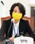 류호정 정의당 의원이 25일 서울 여의도 국회에서 열린 의원총회에서 발언하고 있다.