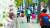 지난달 22일 서울 시내 초등학교에서 마스크 쓴 학생들이 등교하고 있다. 학교와 학원에서 집단감염 발생이 증가함에 따라 정부는 전국 학교·학원을 대상으로 집중 방역 기간을 운영했다. 뉴스1
