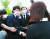 이준석 국민의힘 대표(왼쪽)가 당선 후 첫 공식 일정으로 14일 오전 국립대전현충원 천안함 46용사 묘역을 참배한 뒤 유족을 만나 위로하던 중 눈물을 흘리고 있다. 왼쪽 세번째는 김기현 원내대표. [뉴시스]