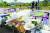 지난 11일 서울 서초구 반포한강공원 수상택시 승강장 인근에 고(故) 손정민씨를 추모하는 꽃과 메모들이 놓여져 있다. [뉴스1]