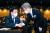 지난달 20일 이재명 경기도지사(오른쪽)와 송영길 더불어민주당 대표가 서울 여의도 중소기업중앙회에서 열린 `대한민국 성장과 공정을 위한 국회 포럼' 창립총회에서 인사하고 있다. 오종택 기자
