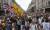 26일(현지시간) 영국 런던 거리에서 열린 코로나19 봉쇄 및 백신 접종 반대 시위 [AFP=연합뉴스]