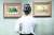 지난 6일 서울 국립현대미술관 덕수궁관에서 열린 'DNA: 한국 미술 어제와 오늘' 언론 공개회에서 한 참석자가 고 이건희 삼성그룹 회장 컬렉션 인 도상봉의 '포도 항아리가 있는 정물'(왼쪽 그림)과 '정물A'를 감상하고 있다. 이번 전시는 오늘(8일)부터 일반에 공개된다. [연합뉴스]
