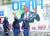 지난 7일(현지시간) 괴한에 암살당한 조브렐 모이즈 아이티 대통령 자택 인근에 그려진 모이즈 대통령 벽화 앞에서 경계 근무 중인 경찰들. [AP=연합뉴스]