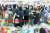 코로나19 신규 확진자가 1천275명 발생해 사태 발생 이후 최다를 기록한 8일 서울 강남구 코엑스에서 열린 제47회 서울국제유아교육전&키즈페어에서 도서 할인판매 코너가 관람객으로 붐비고 있다. 코로나 확진자가 나와 주최측은 10일 행사를 중단했다. 연합뉴스