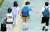 9일 오후 서울 강남구의 한 초등학교 앞에서 학생들이 하교하며 인사하고 있다. 교육부는 사회적 거리두기 4단계 시행으로 14일부터 여름방학 이전까지 수도권 학교가 전면 원격수업으로 전환된다고 밝혔다. [연합뉴스]