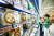 국내 소비 지출에서 식비 비중인 '엥겔지수'와 임대료 등이 차지하는 '슈바베지수'가 올해 1분기 크게 높아졌다. 14일 서울 대형마트를 찾은 시민들이 밀키트 제품을 고르고 있다. [뉴시스]