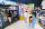 지난달 리뉴얼 오픈한 이마트 구로점 매장에서 고객들이 쇼핑하고 있다. 20년 이상 노후화된 매장이 철저한 상권 분석을 바탕으로 고객·지역 맞춤형 매장으로 재탄생하며 매출이 크게 늘었다. [사진 이마트]