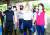 최재형 전 감사원장(가운데)이 같은 날 오전 부산 해운대구에서 환경미화 봉사활동을 시작하기 전 구호를 외치고 있다. [연합뉴스]