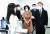 이재명 경기지사가 19일 오전 경기도 수원시 장안구 경기도 디지털성범죄 피해자 원스톱 지원센터를 방문해 관계자와 대화하고 있다. 경기사진공동취재단