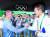 2016년 리우올림픽을 찾은 정의선 대한양궁협회장이 남자 양궁 개인전 금메달리스트 구본찬과 손을 잡고 있다. [중앙포토]