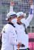24일 일본 도쿄 유메노시마 공원 양궁장에서 열린 도쿄올림픽 혼성 결승전에서 금메달을 획득한 뒤 환호하고 있는 김제덕(오른쪽)과 안산. [연합뉴스]