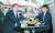 이준석 국민의힘 대표(오른쪽)와 윤석열 전 검찰총장이 25일 서울 광진구 건국대 인근 한 식당에서 회동하고 있다. 이번 만남은 이 대표가 제안해 이뤄졌다. [연합뉴스]