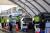 지난 6일 호주 시드니의 승차 검사소에서 보건 인력이 코로나19 검사를 진행하고 있다. [AFP=연합뉴스]