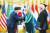 27일 청와대에서 열린 유엔군 참전의 날 기념 유엔군 참전용사 훈장 수여식에서 고 에밀 카폰 미 육군 군종신부의 조카 부부에게 태극무공훈장을 수여하는 문재인 대통령. [사진 청와대]