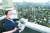 홍남기 경제부총리가 28일 오후 서울 영등포구 신길2구역 도심 공공주택 복합사업 현장을 방문해 사업 설명을 듣고 있다. [뉴시스]