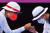 도쿄올림픽 여자 개인전 16강에서 주먹 인사를 나누는 안산(오른쪽)과 하야카와 렌. [로이터=연합뉴스]