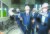 이재명 경기지사(가운데)가 1일 전북 전주시 한국탄소산업진흥원을 찾아 탄소섬유로 만든 차량 부품을 들어보고 있다. 프리랜서 장정필