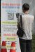 지난 4일 부산 동래구보건소 선별진료소를 착은 시민이 전자문진표 작성을 위해 휴대폰으로 QR코드를 찍고 있다. 송봉근 기자