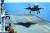 2018년 오키나와 인근 해상에서 미국 강습상륙함 와스프(WASP)함에 수직으로 내려앉는 F-35B 스텔스 전투기. 사진 로이터