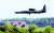 한·미 연합군사훈련의 사전연습 격인 위기관리참모훈련이 시작된 10일 평택 주한미군 오산공군기지에 U-2S 고고도정찰기가 착륙하고 있다. [뉴스1]