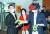같은 날 오후 최재형 전 감사원장(왼쪽)이 서울 마포구 동교동 XR스튜디오에서 열린 국회 세미나에 참석해 관계자의 VR 장비 시연을 살펴보고 있다. [국회사진기자단]