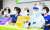 지난 27일 서울 영등포구 보건의료노조에서 열린 산별 총파업 찬반투표 결과 발표 기자회견에서 관계자들이 구호를 외치고 있다. [연합뉴스]
