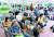 5일 서울 구로구 예방접종센터에서 국내 거주 외국인들이 코로나19 백신 접종을 받기 위해 대기하고 있다. [뉴스1]