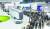8일 경기도 고양시 킨텍스에서 개막한 '2021 수소모빌리티+쇼'에서 관람객이 현대자동차 트레일러 드론 시연을 관람하고 있다. [뉴스1]