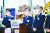 이재명 경기도지사, 정하영 김포시장, 이재준 고양시장, 최종환 파주시장이 3일 일산대교 톨게이트 현장에서 '일산대교 무료화 선언 합동 현장 브리핑'을 하고 있다. [뉴스 1]