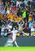 황희찬이 EPL 데뷔전에서 골을 터트린 뒤 환호하는 모습. 그는 EPL 홈페이지 팬 투표에서 62.2%의 압도적 지지를 받아 '킹 오브 더 매치'로 뽑혔다. [로이터=연합뉴스]