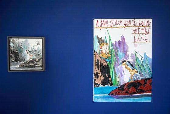 우재경 화백의 그림(왼쪽)과 나란히 걸린 우국원의 'Bird'. [사진 노블레스]