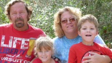 엄마 생일 날…가족 총 쏴 죽이고 시신 사진 페북 올린 15세