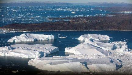 타이타닉도 침몰…인구5000명 그린란드 빙하 마을의 위기 [이 시각]