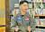 제5공중기동비행단 KC-330 다목적 공중급유수송기 로드마스터 조상현 중사(진)가 아프간 상황을 설명하고 있다. 영상캡처=강대석