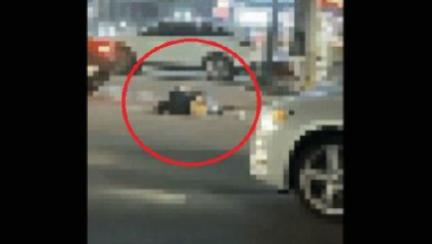 도로 위 뻗어잠든 만취女, 차가 밟고 넘었다…과실 비율은?