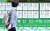 서울 송파구 한 아파트 상가 내 공인중개사사무소에 시세표가 붙어있다. 뉴시스