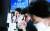 장을 마감한 23일 서울 중구 하나은행 딜링룸의 전광판. 이날 코스피는 전 거래일보다 12.93포인트(0.41%) 내린 3127.58에 거래를 마쳤다. [뉴시스]
