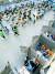 23일 오전 서울 송파구 예방접종센터에서 코로나19 백신을 맞은 뒤 대기하고 있다. 뉴시스