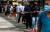 싱가포르에서 코로나19 진단 검사를 받으려는 사람들이 줄을 서 있다. [로이터=연합뉴스]