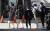 지난달 23일 서울 강남구 한 학교에서 학생들이 하교를 하고 있다.   연합뉴스